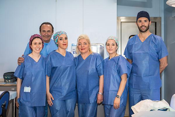 Equipo médico de Clínica Ercilla en el quirófano